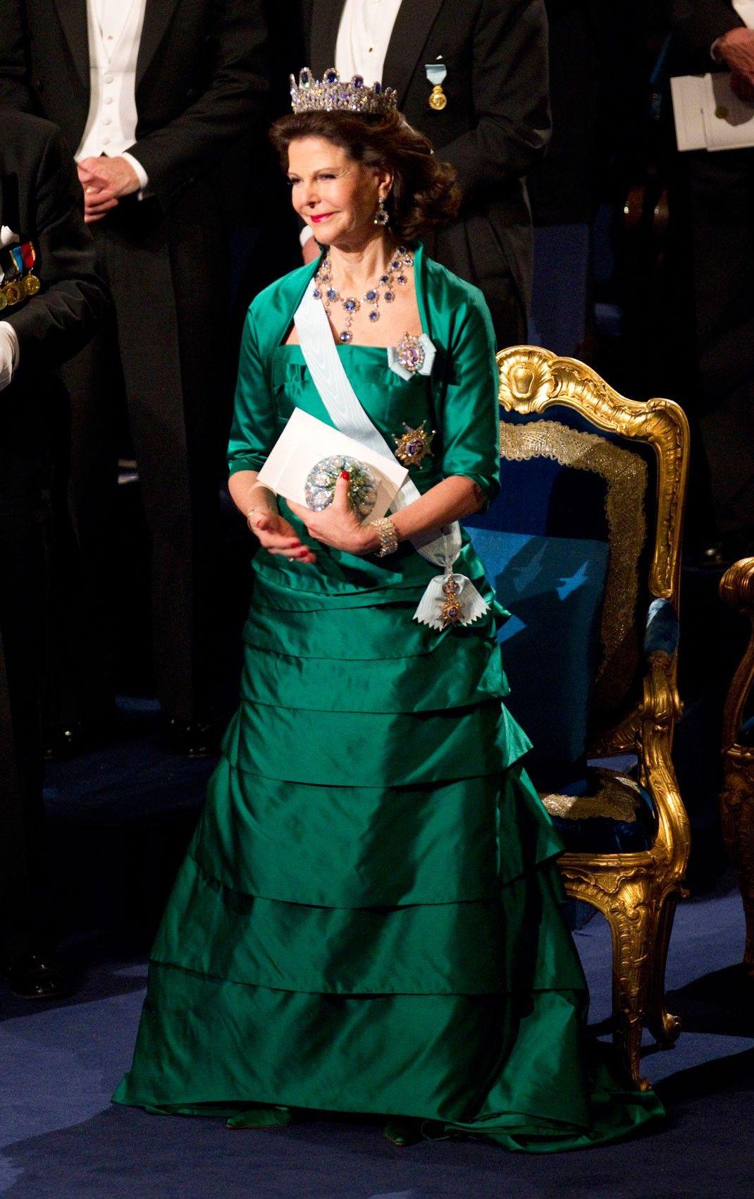Pin By Katja Pestoeic On Queen Silvia A La Nobel Sweden Fashion Women Lawyer Gala Gowns [ 1700 x 1070 Pixel ]