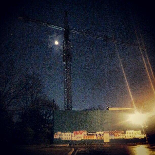 .@luna_jskang | #Moon 크레인에 걸린 달. |