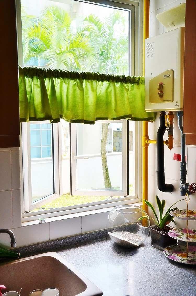 cantonnière vert pistache en tant que décoration fenêtre dans la