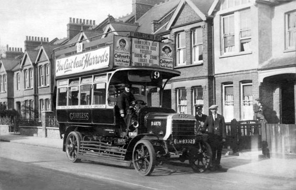 A lgoc btype bus in hammersmith road 1911 london bus
