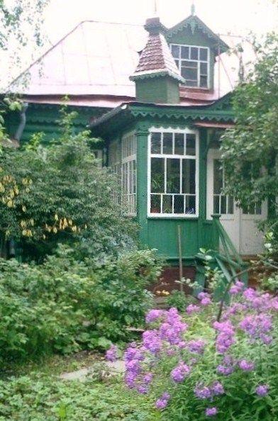 russian dacha russian wooden house russie pinterest russie maison et maisonnette. Black Bedroom Furniture Sets. Home Design Ideas
