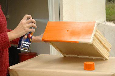 Peindre un meuble avec une peinture en bombe c 39 est top id es pour la maison - Peinture pour meuble en pin ...