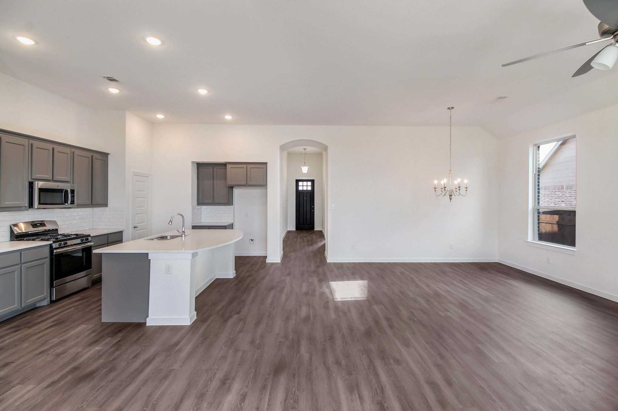 Entry in highland homes glenhurst plan at 5027 brooklet