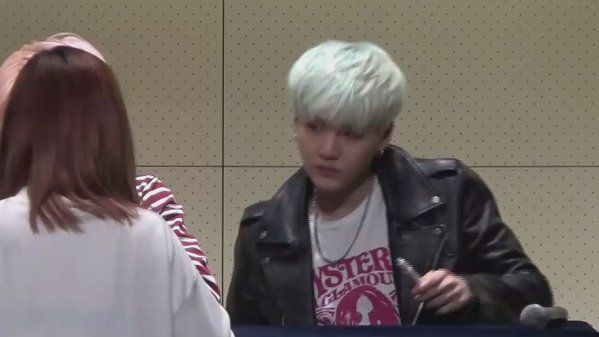 "PICK UP for SUGA trên Twitter: ""『VID』#슈가 #SUGA @ 151213 Gwanghwamun Fan Sign 