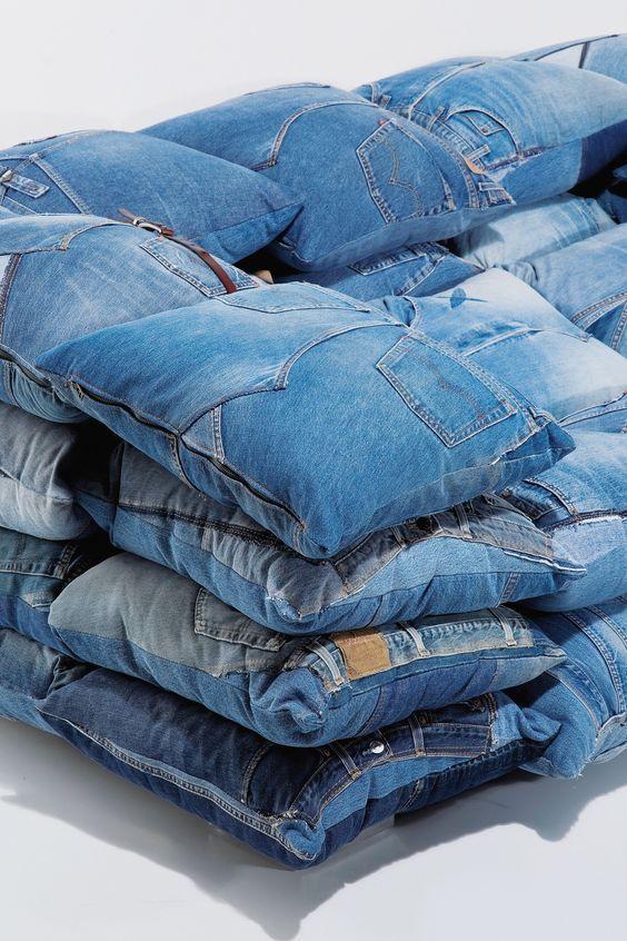 Cuscini Di Jeans.Come Trasformare Vecchi Jeans In Un Cuscino Denim Reciclato