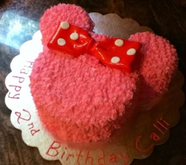 Minnie Mouse Cake do in white with red bow for smash cake