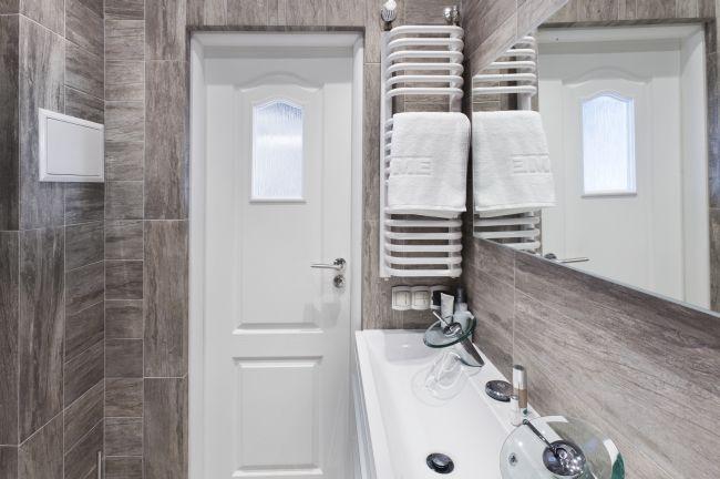 Aranżacje Małych łazienek Mała łazienka W Szarościach