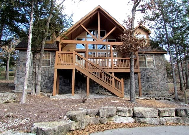 Stone S Throw Cabin 4 Bedroom Cabin At Stonebridge Branson Mo The Travel Office Cabin Stones Throw House Styles