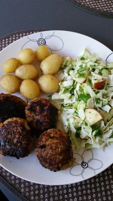 Aftensmad Frikadeller Med Gulerødder Og Squash Kartofler Salat