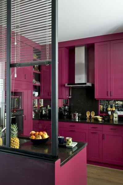 Cuisine moderne au meuble peints en rose meubles peints pinterest cuisine moderne meubles for Cuisine en rose