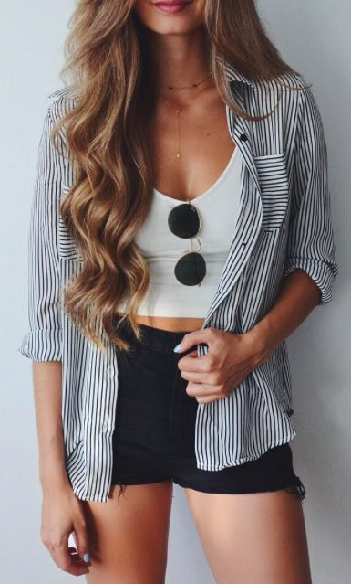 18a058b16751 16 Casual Chic Outfit Ideas for Summer   11. Striped Shirt With Black Shorts