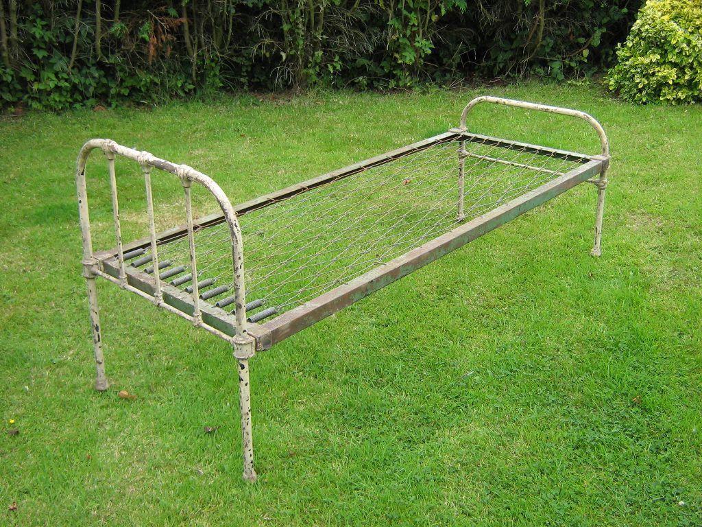 ANTIQUE VINTAGE CAST IRON SINGLE BED 1940 50s