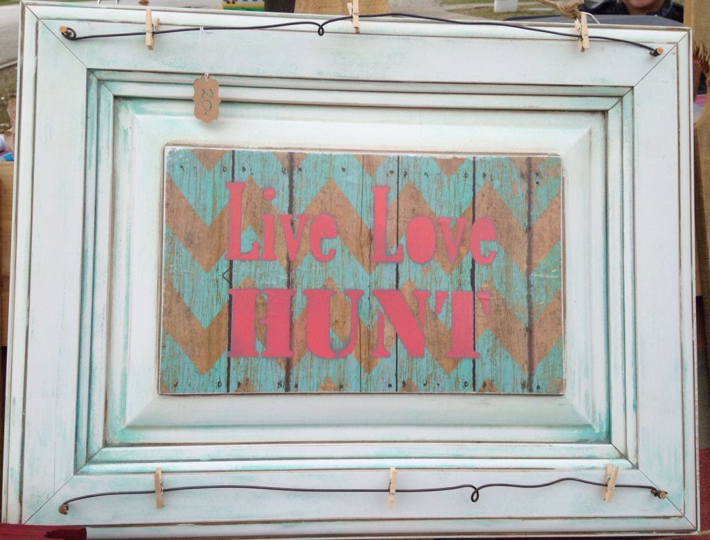 Live Love Hunt wall decor/pic holder. Teal chevron and coral words. #hunt #hunting follow us at Krusen Creations on Facebook and Instagram.