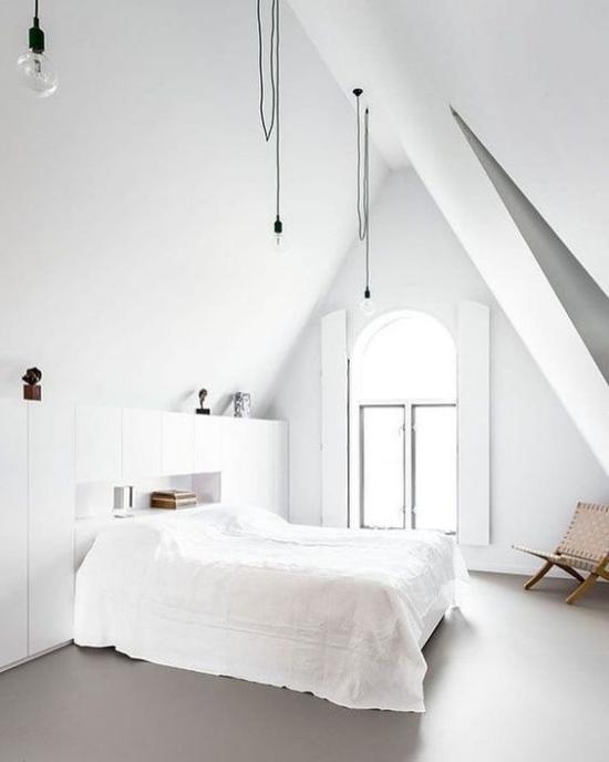 Schlafzimmer Ideen im Scandi Style unter Schräge ganz in