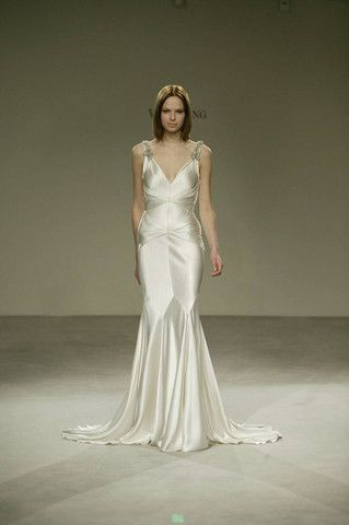5688fb046ed10 Vera Wang V-neck Silk Old Hollywood Wedding Dress - Nearly Newlywed Wedding  Dress Shop