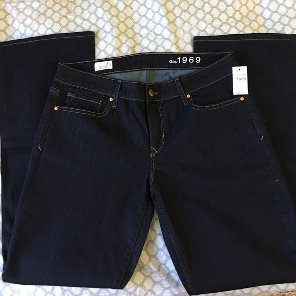GAP jeans. NWT. 31 short. Dark denim. Sexy boot. GAP Pants Boot Cut & Flare