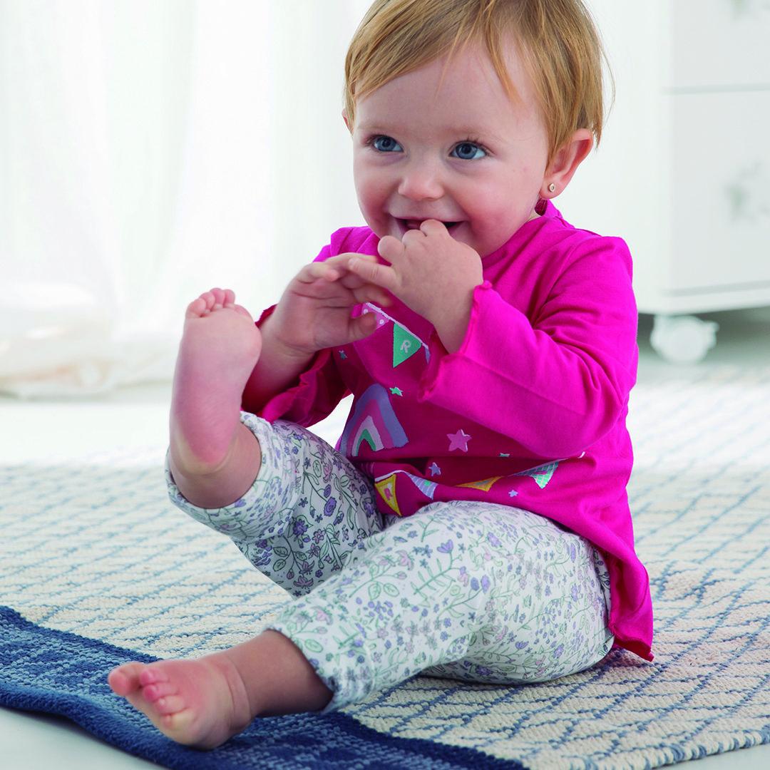 d6399f999 Los leggins y camisetas son tendencia y comodidad para tu bebé.   CarrefourTEX  CarrefourBaby