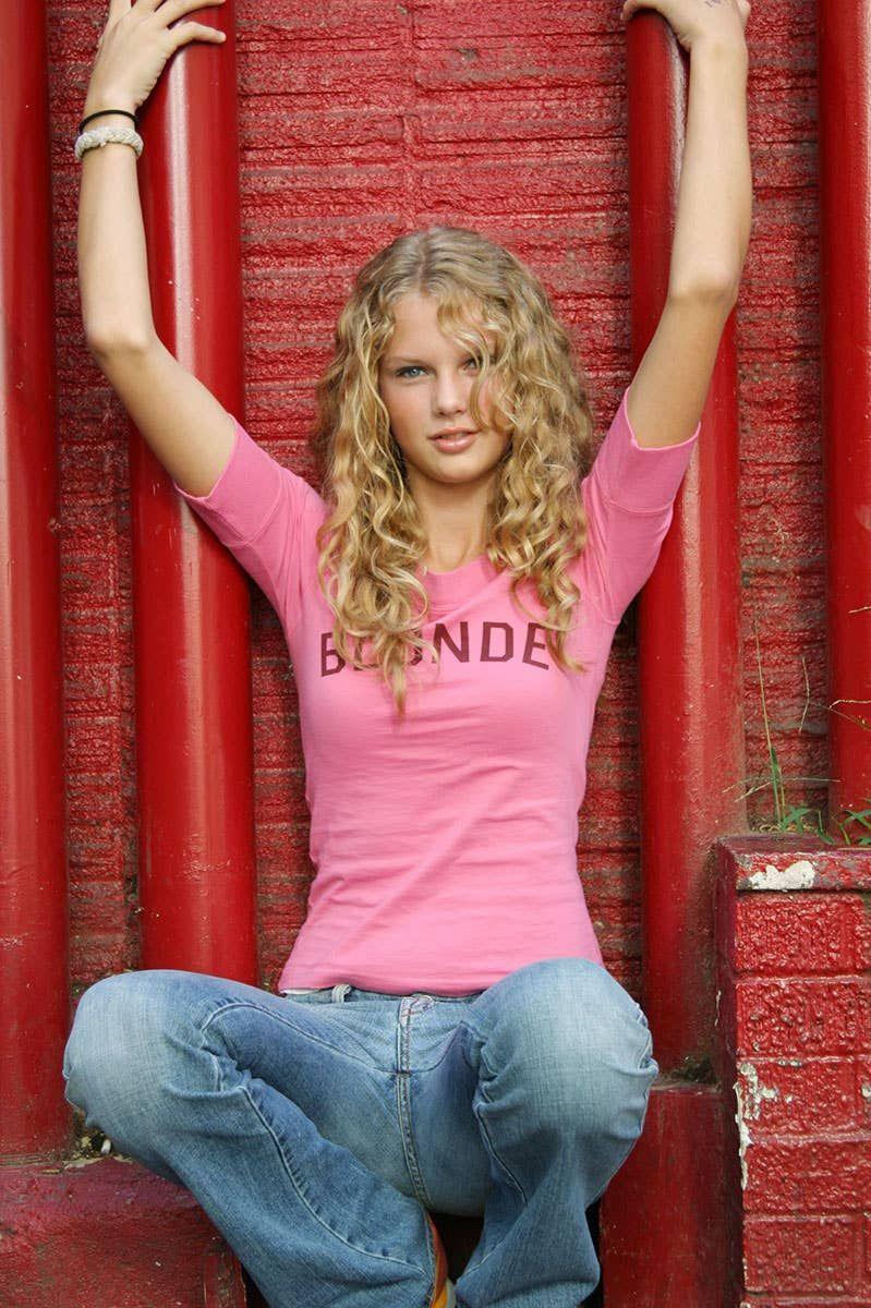 How To Take A Glamour Shot Like Teenage Taylor Swift ...