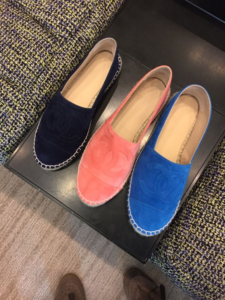 The brand new Chanel espadrilles cruise spring 2015 collection is here!  Check out the new styles in suede, python, leather, studs and more!