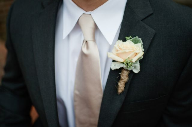 Sahara rose with dusty miller accent | www.spindlephotography.com