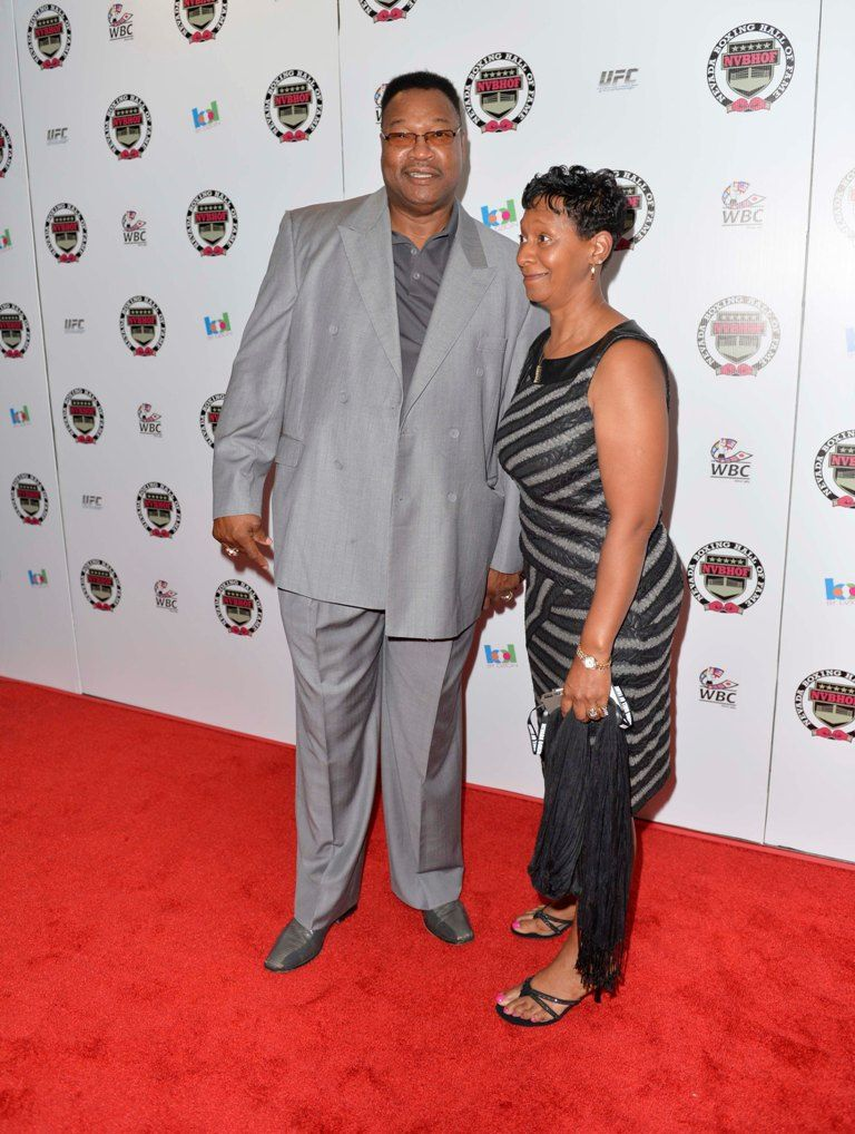 Larry Holmes with kind, Wife Diane Robinson