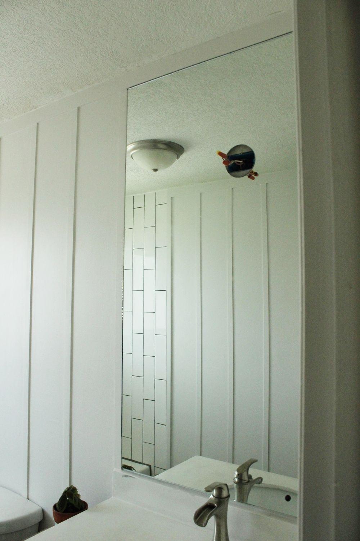 Wie Man Einen Badezimmer Spiegel Professionell Anbringt Badezimmer Schminkspiegel Badezimmer Ideen Bilder Badezimmerspiegel