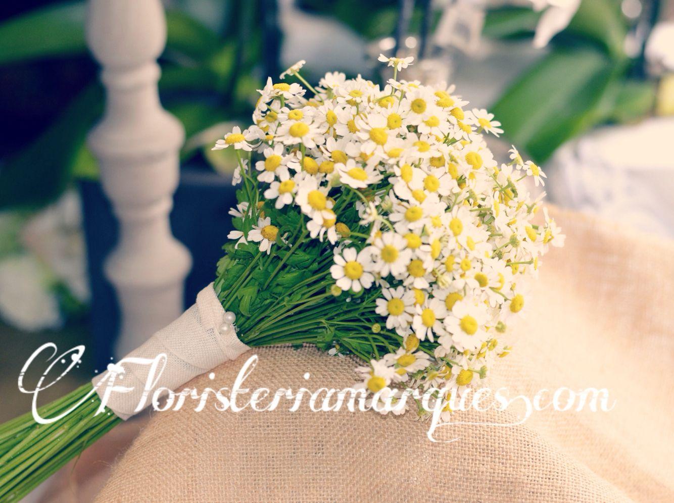 Máxima sencillez,así es este precioso ramo de novia realizado por www.floristeriamarques.com