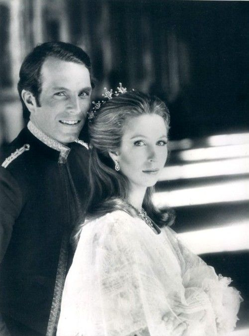 Picture from the engagement session of Princess Anne and Capt. Mark Phillips. 1973 No wonder their children are so beautiful, so are their parents.