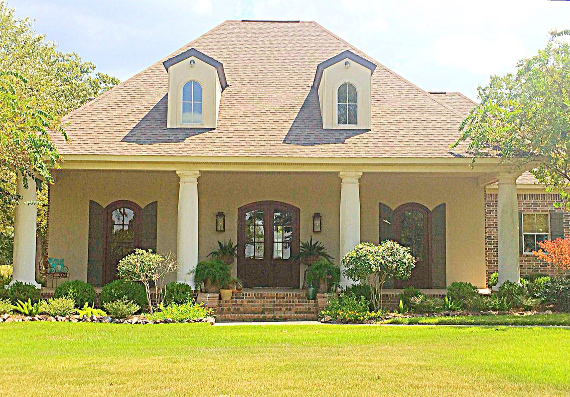 Love This Acadian Style Home Louisiana Acadian Style Homes Cottage House Plans Acadian Homes