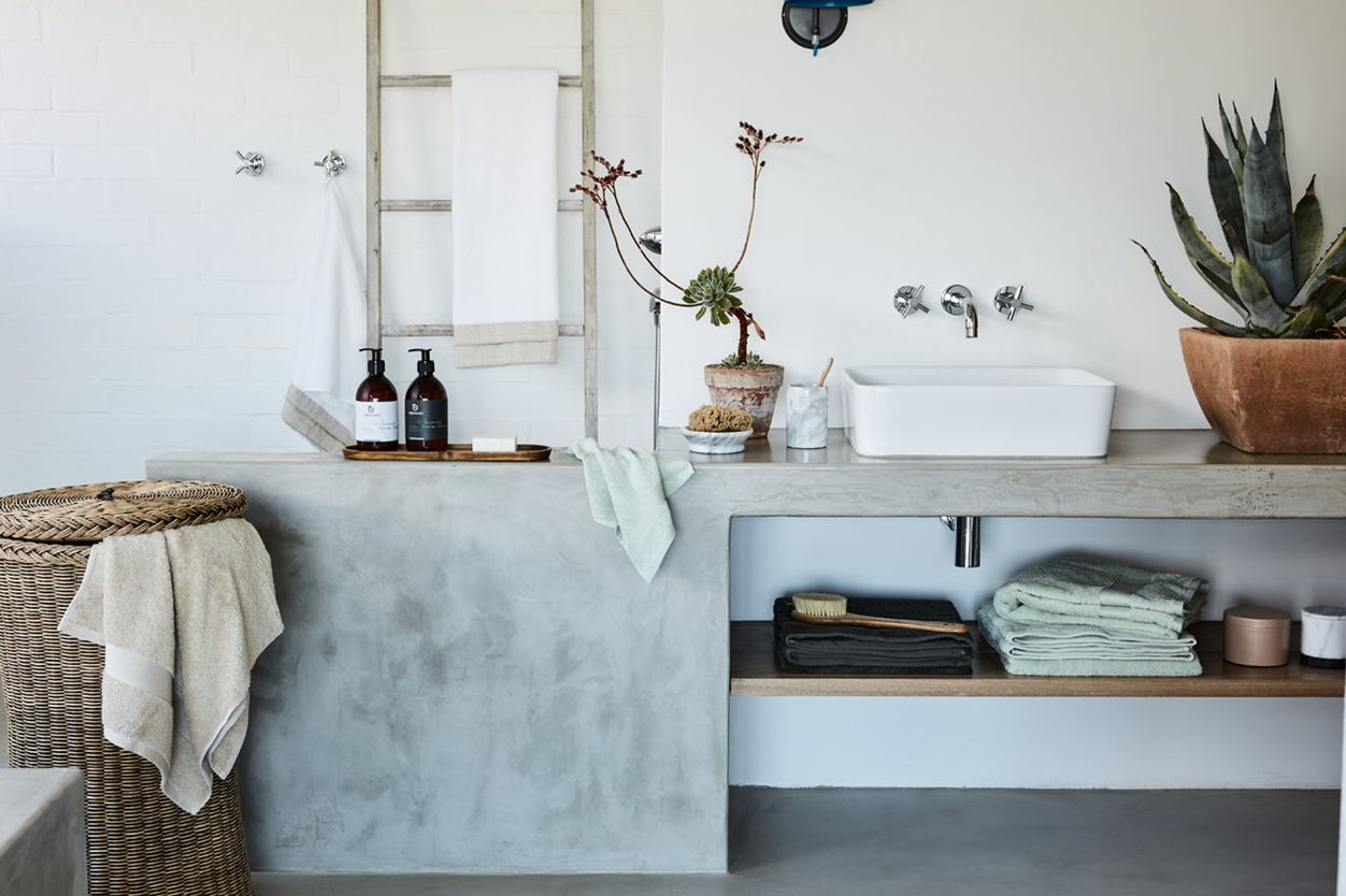 My Bathroom: Modern Bathroom by Urbanara