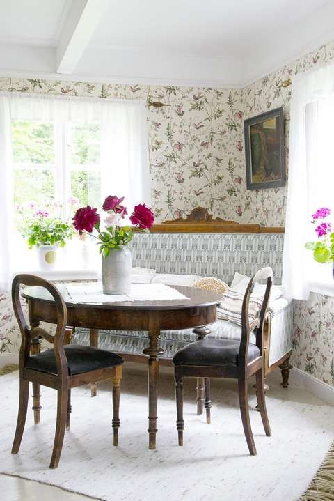 From One Of My Jobs In An Old Norwegian Farmhouse I Like This Wallpaper A