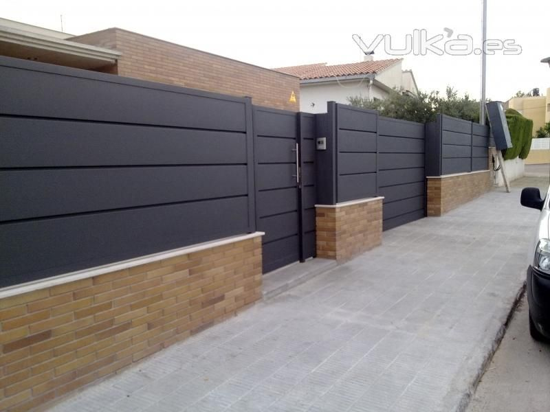 Valla metalica jardin buscar con google vallas for Puerta metalica exterior