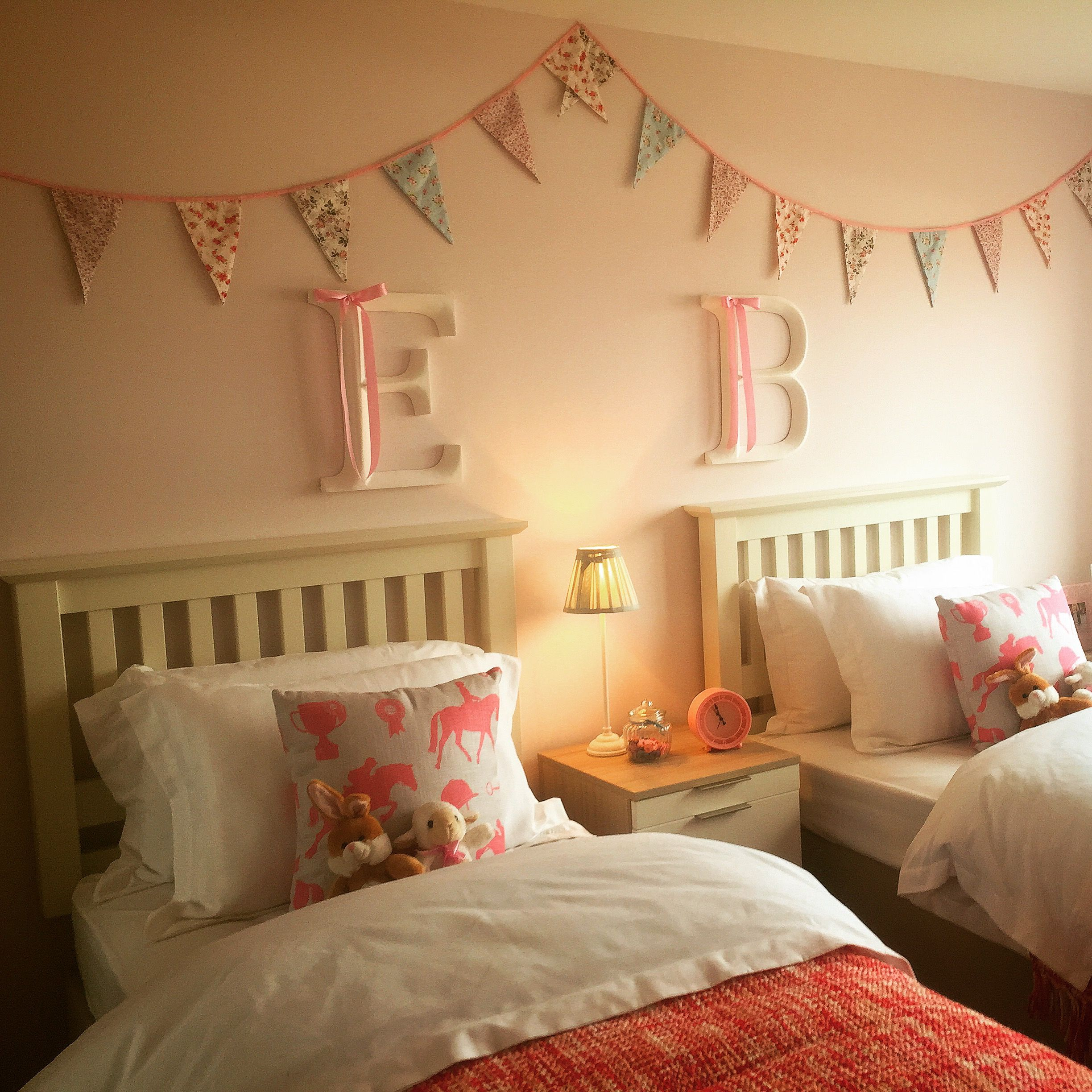 Beautiful twin girl 39 s bedroom beautiful bunting for Twin girls bedroom ideas