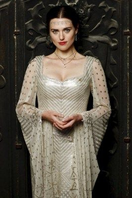 It would take three assiut shawls to make this ensemble.  One for the front, one for the back and one split in two to make the sleeves. - Gorgeous - Morgana, BBC Merlin