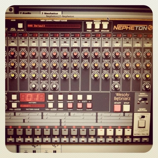 Roland TR-808 plug-in emulation by d16