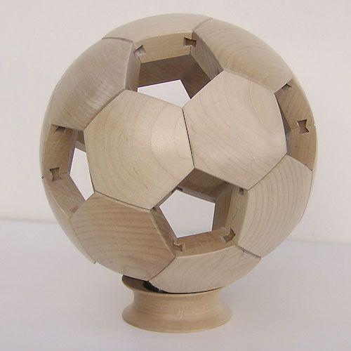 ballon de rugby en bois et ballon de foot en bois et mobilier en bois jo…