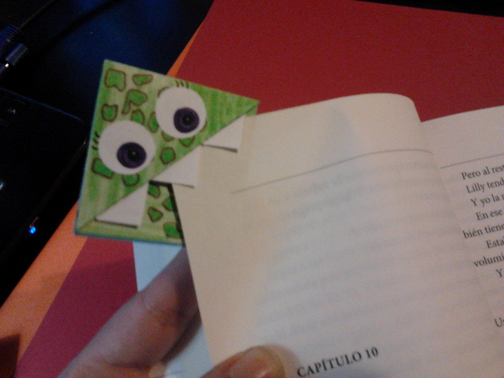 Separador de monstruito para los libros.