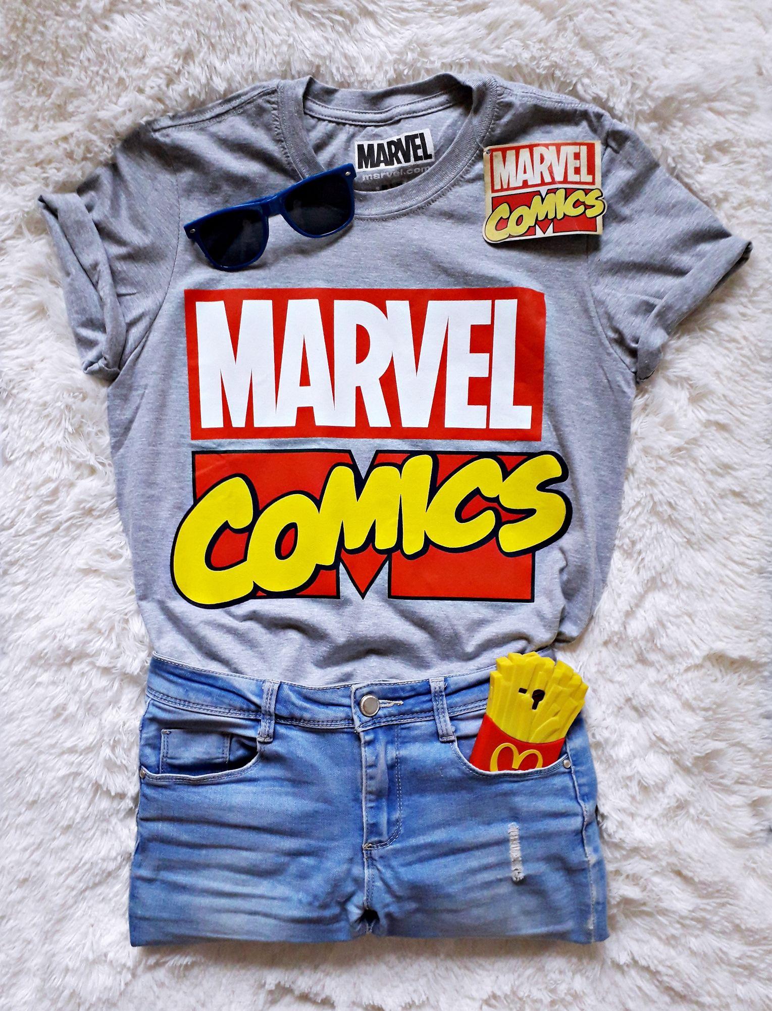 5be090309d119d Bluzka marvel z nadrukiem MARVEL COMICS - komiksowa koszulka z marvela z  superbohaterami. Koszulka MARVEL