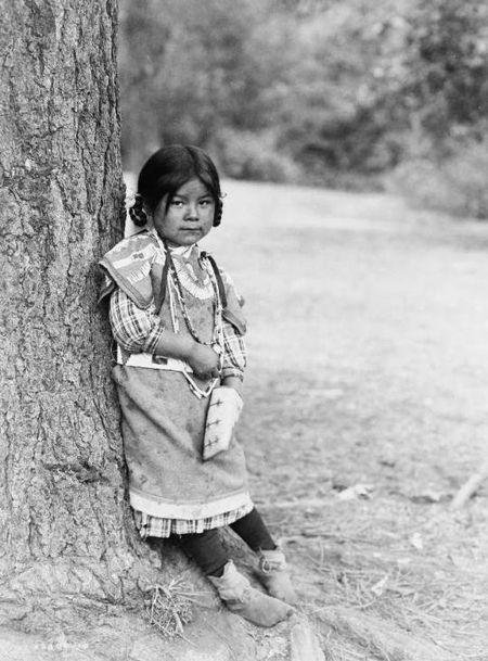 1910 An Umatilla girl