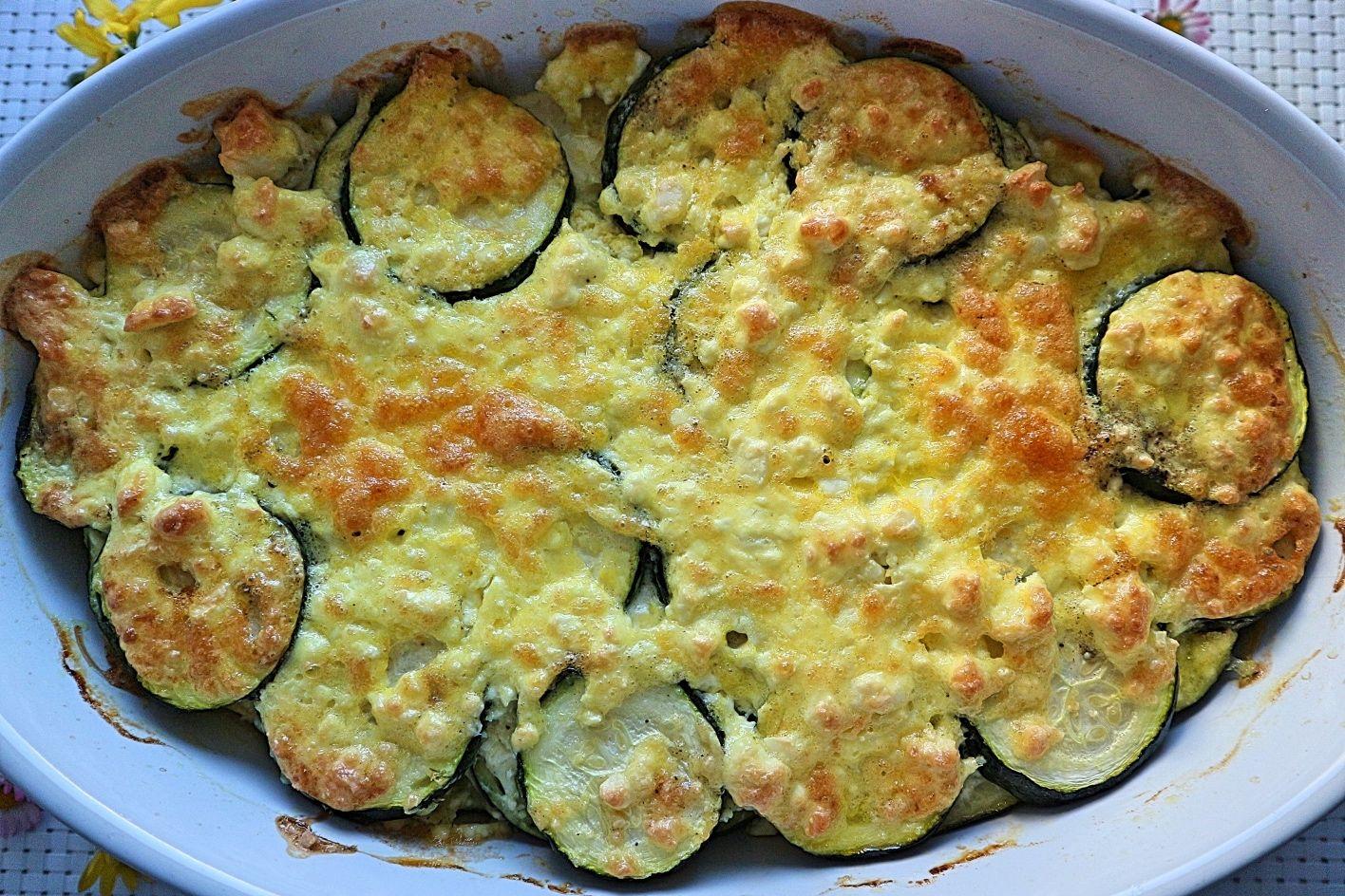 Überbackene Zucchini – leckeres Rezept für Zucchinischeiben mit Feta