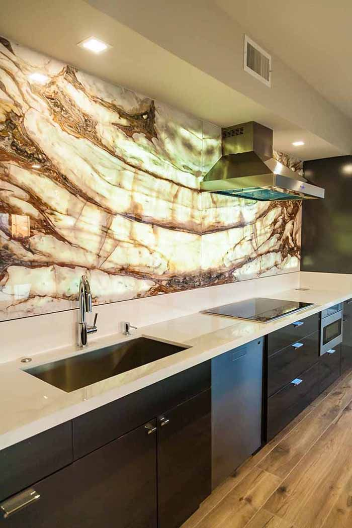 Calacatta Onyx Backlit The Stone Collection In 2020 Onyx Kitchen Stone Flooring Chic Kitchen
