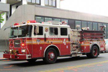 Typiques des pompiers de la ville de New York, les camions du constructeur Seagrave sont sûrement les plus beaux du monde. Ce modèle pumper est réputé pour sa robustesse et son endurance.