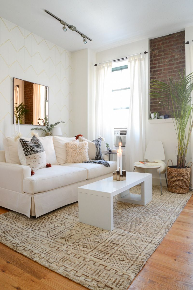 Homepolish Designer Justin S Exceptionally Cute Nyc Apartment Apartment Living Room Living Room White Apartment Living