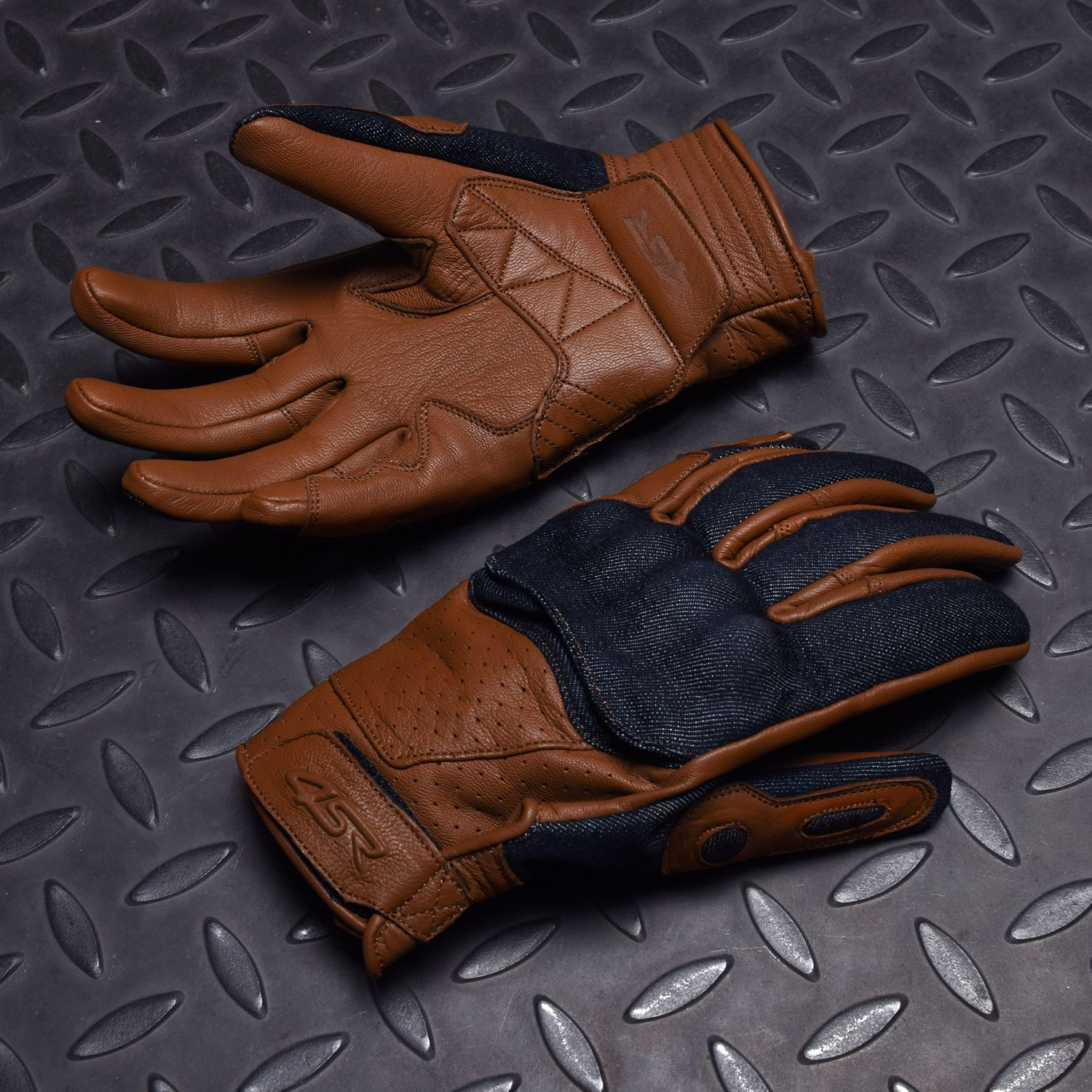 Motorcycle gloves smell - The First Motorbike Gloves Created For Naked Bikes Made Of Soft Leather And Denim Cafe Gloves Are Available In Two Colours Same As Your Favourite Coffee