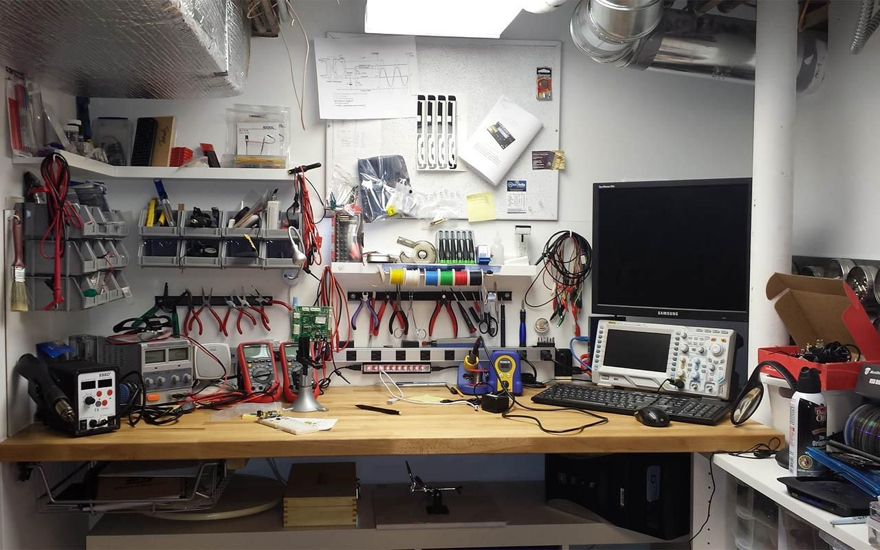 Whats Your Work Bench Lab Look Like Post Some Pictures Of Your Lab Page 48 Electronic Workbench Electronics Lab Workbenches Electronics Workshop