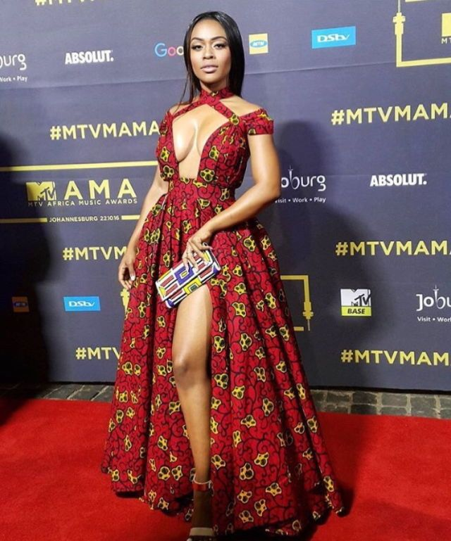 🌹Follow @valquiriasroses for more pins💝💕 CUSTOM DRESS DESIGNER visit  www.valquiriasroses.com #valquiriasroses #dresses #shortdr… | African Print  Dress | Latest african fashion dresses, African prom dresses, African dress