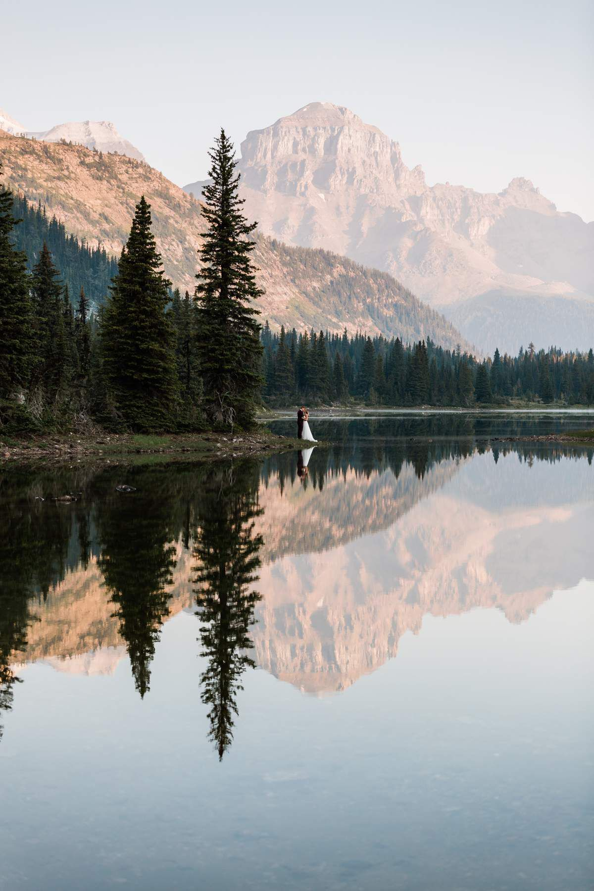 The Film & Forest team around Afton Flynn had the chance to capture this Banff wedding including a helicopter, a lovely couple and amazing places. These photos are memorable, and we are happy to share them with you! || Image by Film & Forest