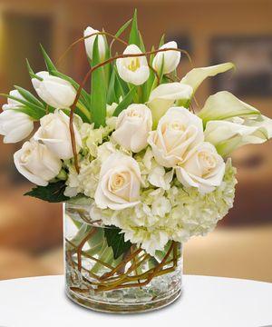 Phenomenal An Elegant All White Design Featuring Roses Callas Tulips Download Free Architecture Designs Scobabritishbridgeorg