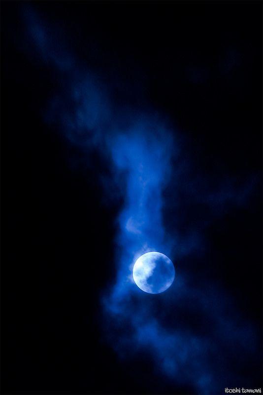 Moon,smoky | saitama | Por: it05h1 | Flickr - Photo Sharing!