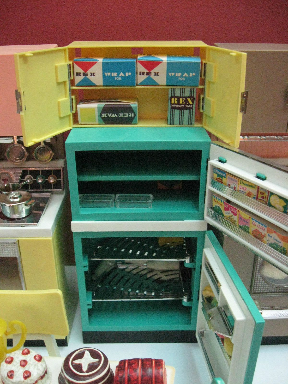 Vintage 1960\'s deluxe reading barbie doll dream kitchen set doll ...
